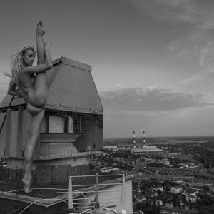 Acrylglas 3mm starke   Künstlerische exklusiv schwarz-weiß Aktfoto Foto urban nude Acrylglasbild A150 Künstler: Aleksandr Lishch
