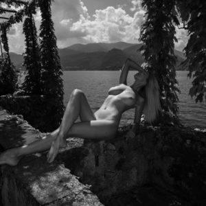 Acrylglas 3mm starke   Künstlerische exklusiv schwarz-weiß Aktfoto Foto urban nude A095 Künstler: Aleksandr Lishchinskiy Akt-Bi