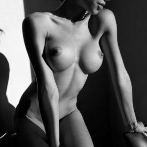 Acrylglas 3mm starke   Künstlerische exklusiv schwarz-weiß Aktfoto Foto urban nude Acrylglasbild A119 Künstler: Aleksandr Lishch