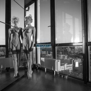 Acrylglas 3mm starke   Künstlerische exklusiv schwarz-weiß Aktfoto Foto urban nude Acrylglasbild A103 Künstler: Aleksandr Lishch