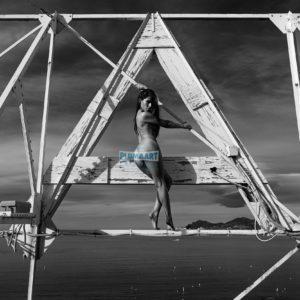 Acrylglas 3mm starke   Künstlerische exklusiv schwarz-weiß Aktfoto Foto urban nude A093 Künstler: Aleksandr Lishchinskiy Akt-Bi