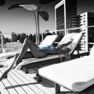 Acrylglas 3mm starke   Aktfoto nackte Frau auf Sonnenliege Acrylglasbild AluDibond A053 Künstler: Aleksandr Lishchinskiy Akt-Bi